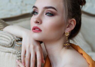 Permanentní make-up v Praze dělá čím dál více kosmetiček.